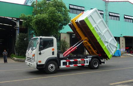 8吨勾臂垃圾车(12方箱)