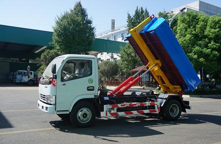 东风3吨勾臂车(5方箱)