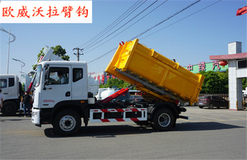 8吨勾臂垃圾车(10方箱)