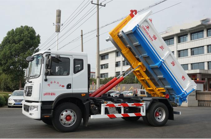 多利卡14吨勾臂式污泥运输车