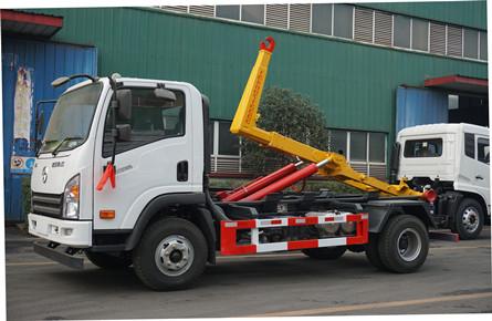 大运国六8吨勾臂垃圾车