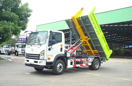 12吨大运勾臂垃圾车