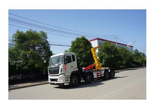 28吨东风天龙勾臂式垃圾车