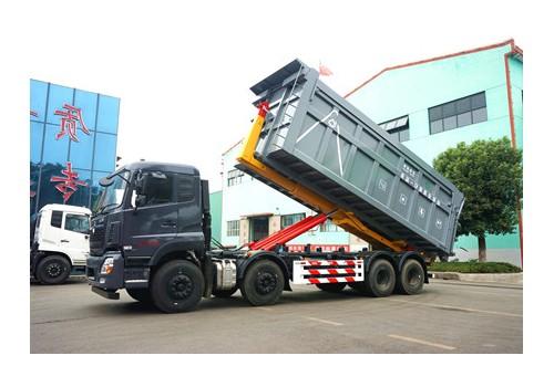 大型勾臂式垃圾车
