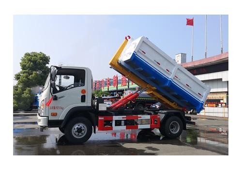 大运8吨勾臂垃圾车(黄牌)